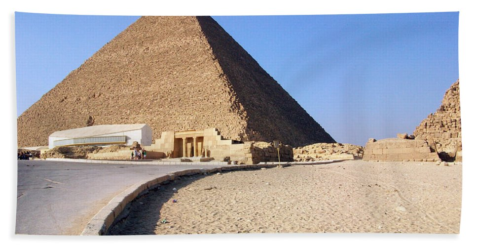 Egypt Hand Towel featuring the photograph Egypt - Way To Pyramid by Munir Alawi