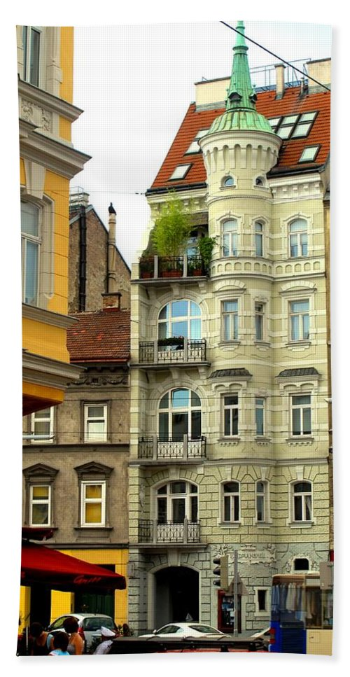 Vienna Bath Towel featuring the photograph Elegant Vienna Apartment Building by Ian MacDonald