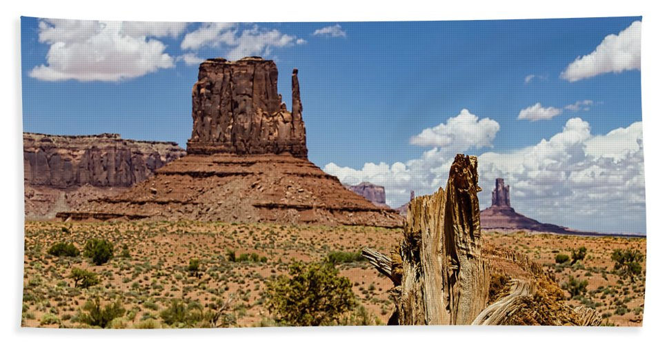 Landscape Hand Towel featuring the photograph Elephant Butte - Monument Valley - Arizona by Jon Berghoff