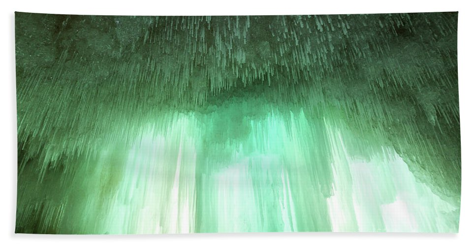 Cave Hand Towel featuring the photograph Emerald Cave - Grand Island On Lake Superior by Craig Sterken