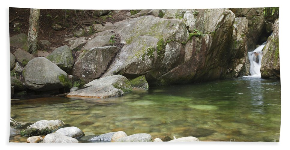 Hike Bath Sheet featuring the photograph Emerald Pool - White Mountains New Hampshire Usa by Erin Paul Donovan