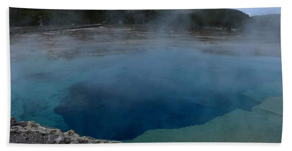 Park Hand Towel featuring the photograph Emerald Pool - Yellowstone Np by Christiane Schulze Art And Photography