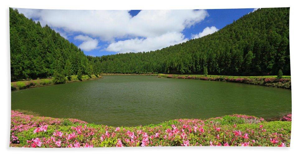 Azoren Bath Towel featuring the photograph Empadadas Lakes by Gaspar Avila