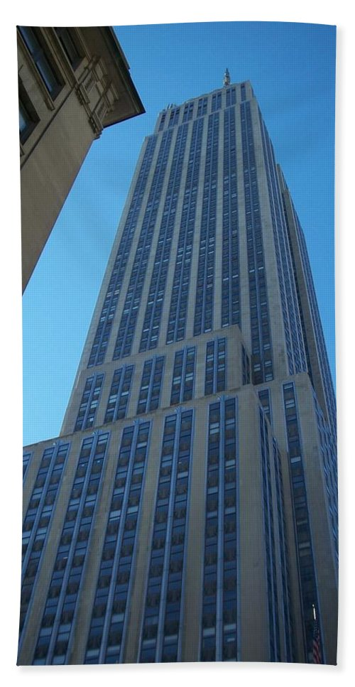 Emoire State Building Bath Towel featuring the photograph Empire State 2 by Anita Burgermeister