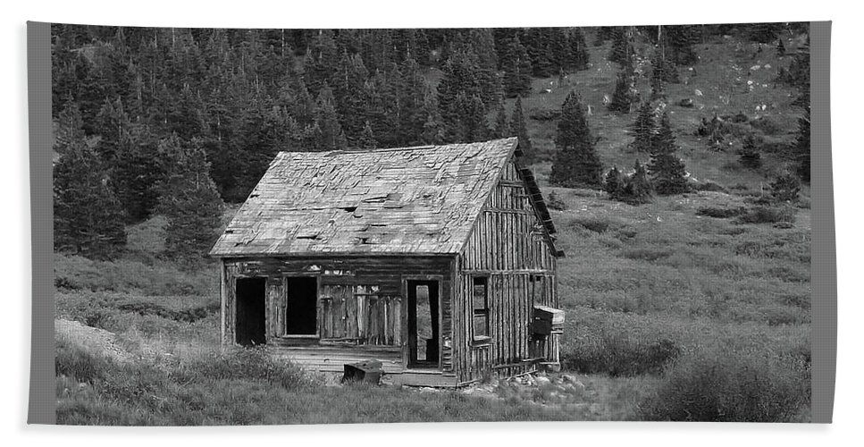 Pat Turner Bath Towel featuring the photograph Empty Cabin by Pat Turner