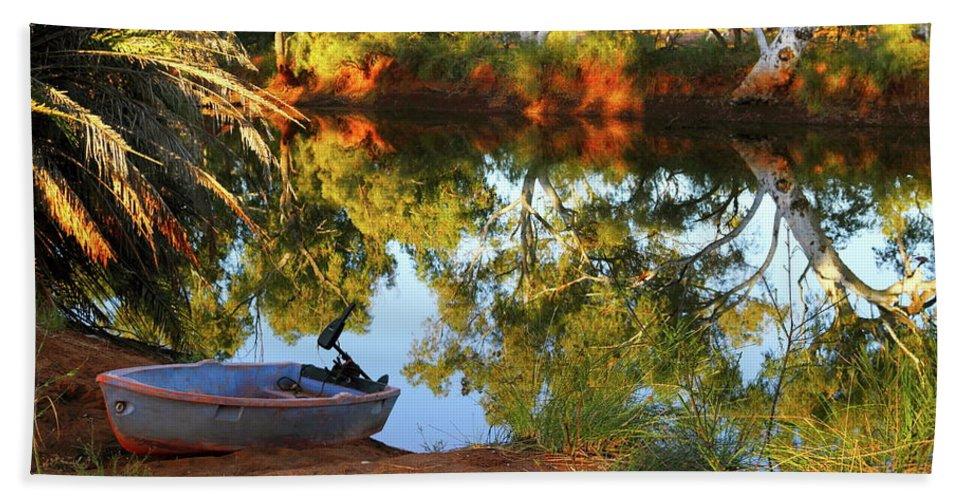 Western Australia Bath Sheet featuring the photograph Emu Creek Station 2am-111427 by Andrew McInnes