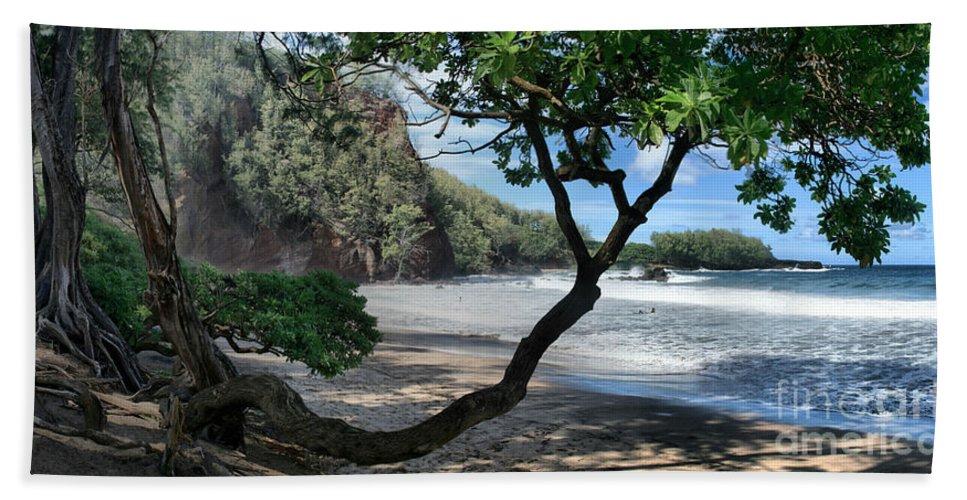 Aloha Bath Sheet featuring the photograph Enchanted Rocks Koki Beach Haneoo Hana Maui Hawaii by Sharon Mau