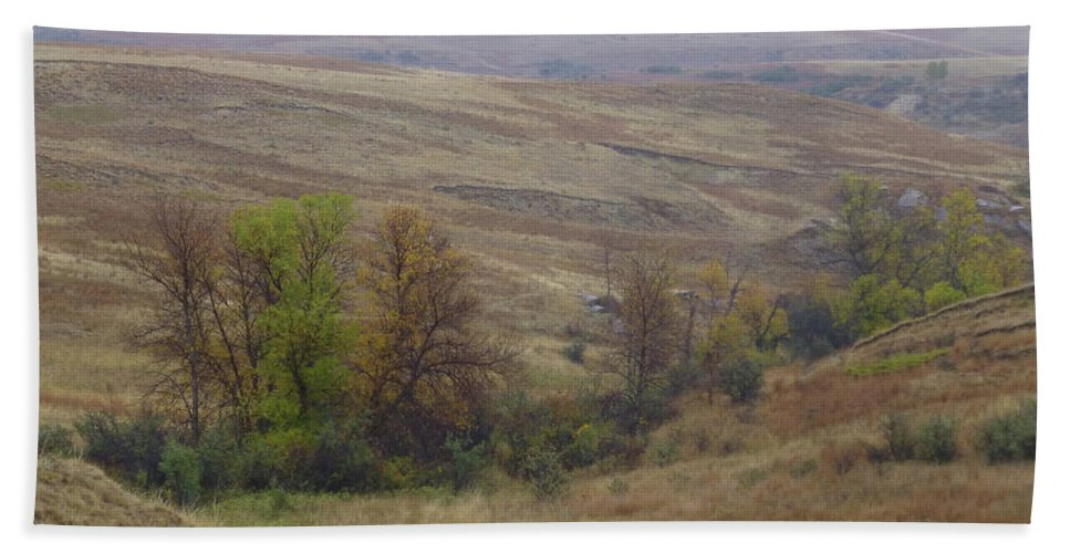 North Dakota Bath Towel featuring the photograph Enchantment Of The September Grasslands by Cris Fulton