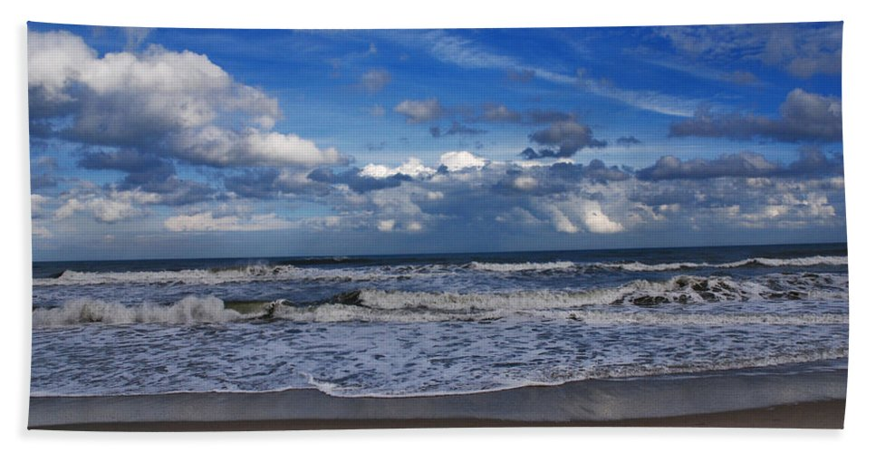Ocean Bath Sheet featuring the photograph Endless Ocean by Susanne Van Hulst