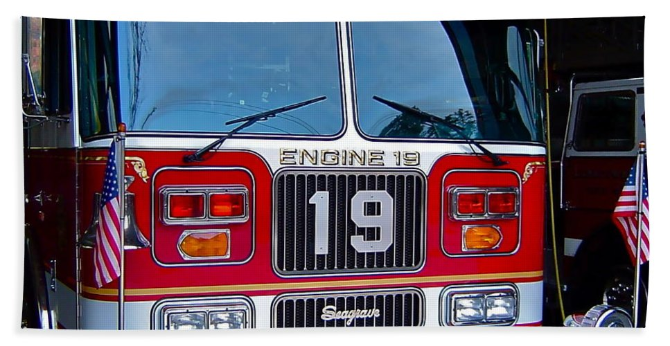 Firefighting Bath Towel featuring the photograph Engine 19 by Rick Monyahan