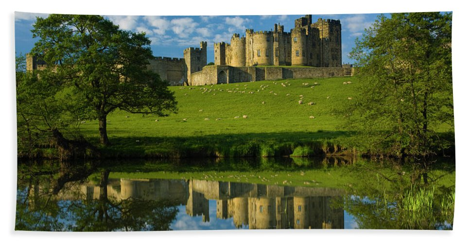 Hand Towel featuring the photograph England, Northumberland, Alnwick Castle by Jason Friend