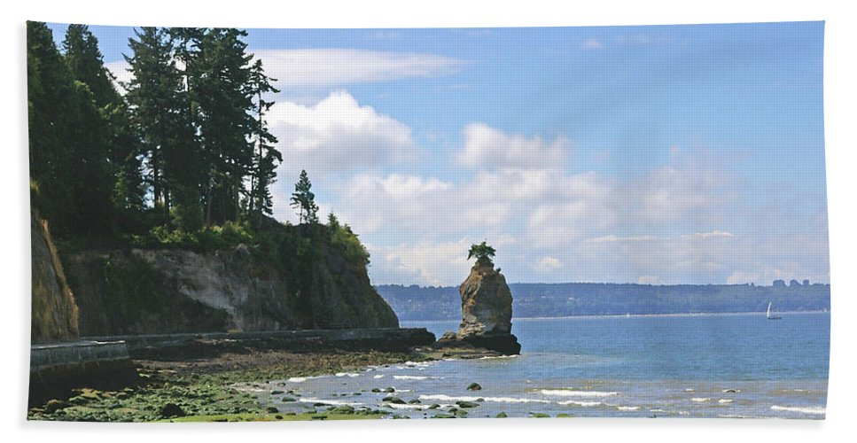 Stanley Park Bath Sheet featuring the photograph English Bay by Tom Reynen