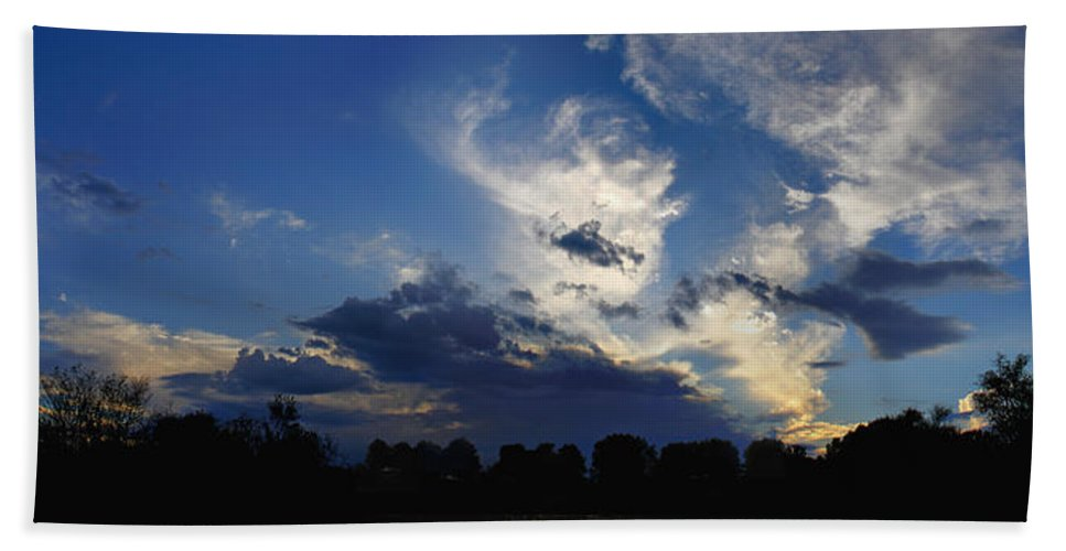 Landscape Bath Towel featuring the photograph Evening At The Nature Center by Steve Karol