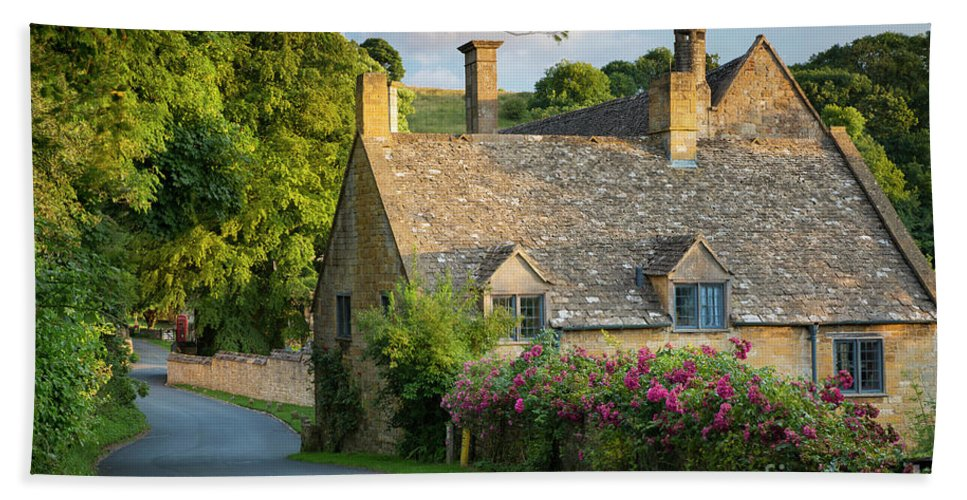 Avenue Hand Towel featuring the photograph Evening Cottage by Brian Jannsen