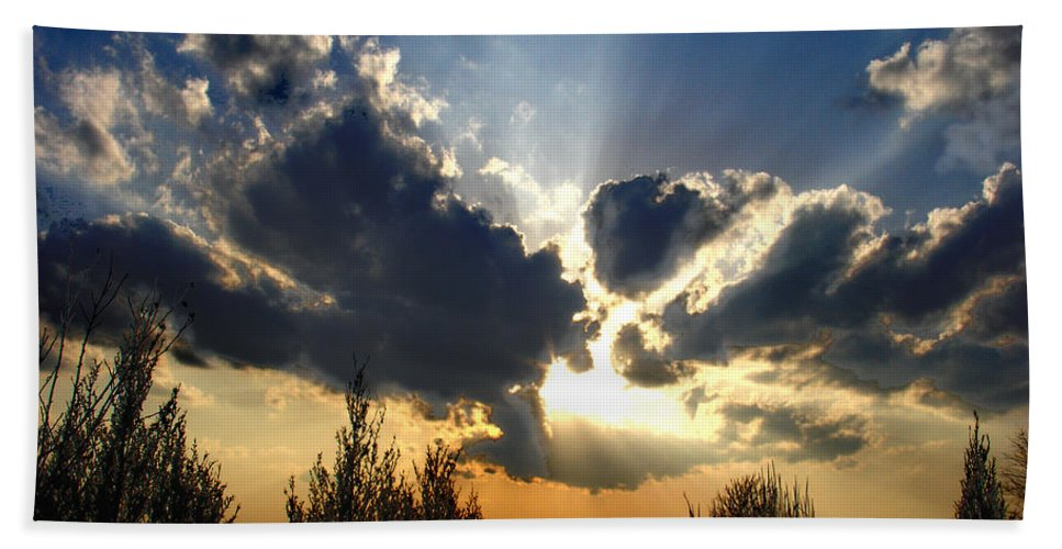 Landscape Bath Towel featuring the photograph Evening Sky by Steve Karol