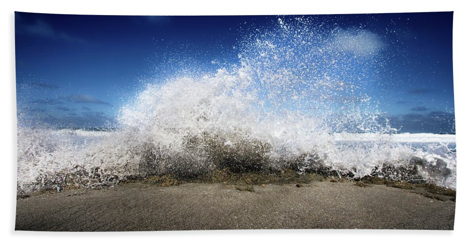 Ocean Bath Sheet featuring the photograph Exploding Seas by Mark Andrew Thomas