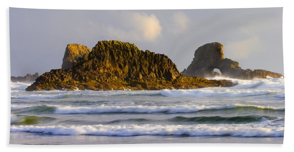 Seastacks Bath Towel featuring the photograph Eye Of The Storm by Mike Dawson
