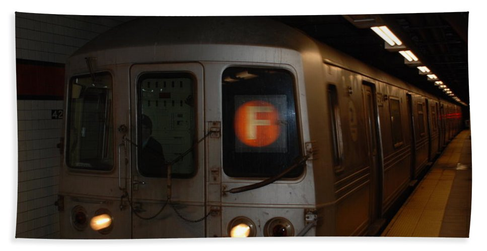 New York City Bath Towel featuring the photograph F Trian by Rob Hans