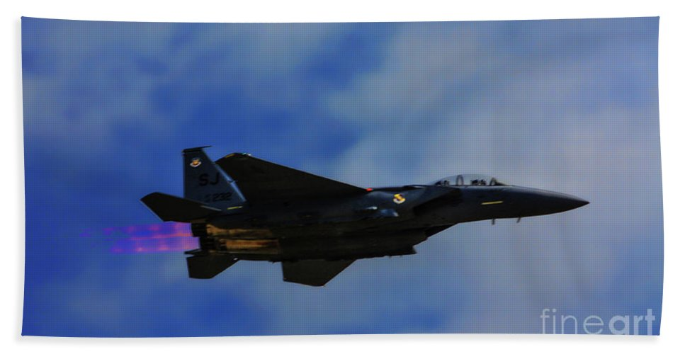 Usaf Bath Sheet featuring the photograph F15 Eagle In Afterburner by Tommy Anderson