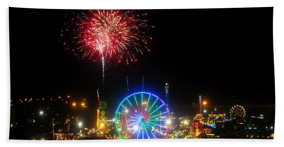 Fireworks Hand Towel featuring the photograph Fair Fireworks by David Lee Thompson