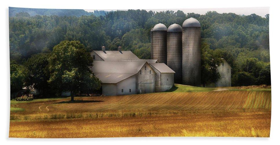 Savad Bath Sheet featuring the photograph Farm - Barn - Home On The Range by Mike Savad
