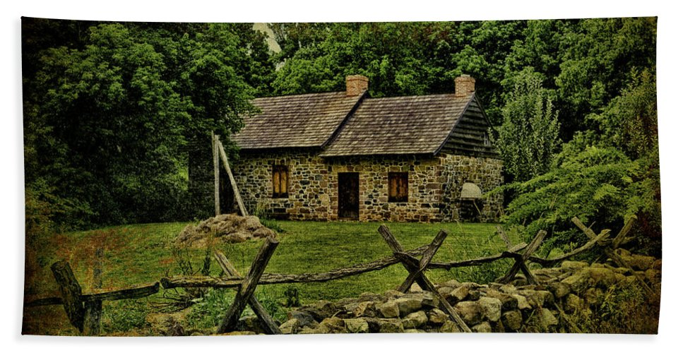 Farm Hand Towel featuring the photograph Farm House by Chris Lord