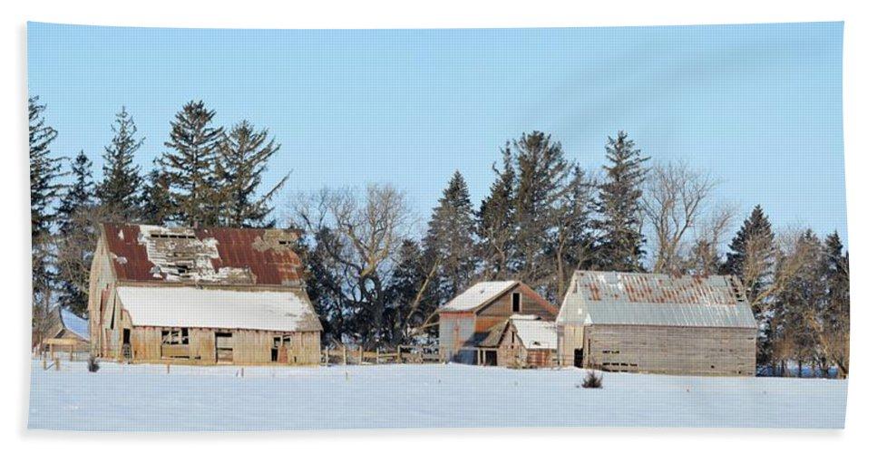 Farm Hand Towel featuring the photograph Farm On Echo Avenue by Bonfire Photography