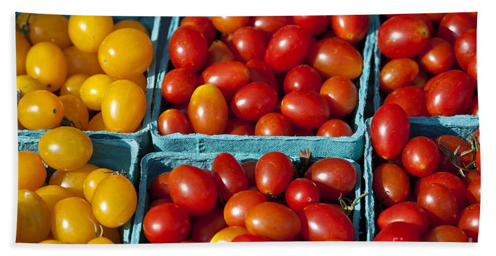 Cherry Tomatoe Hand Towel featuring the photograph Farmers Market by John Greim