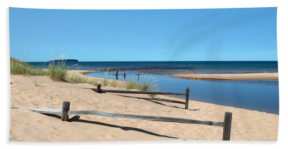 Lake Superior Hand Towel featuring the photograph Fences by Linda Kerkau