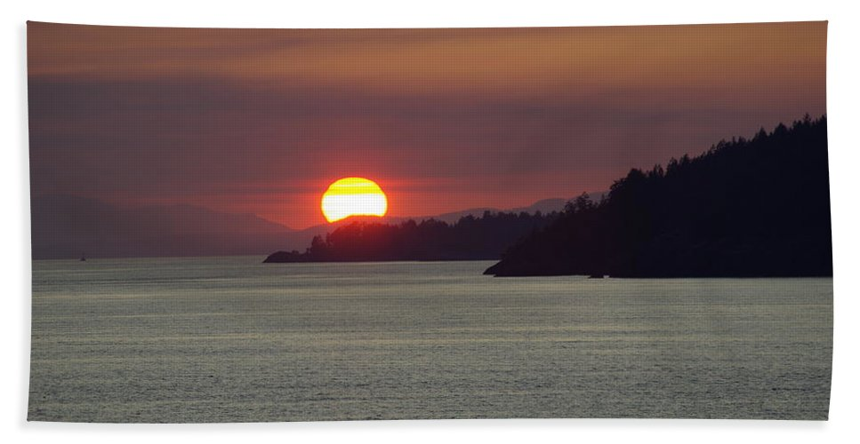 Sunset Hand Towel featuring the photograph Ferry Sunset by Cindy Johnston