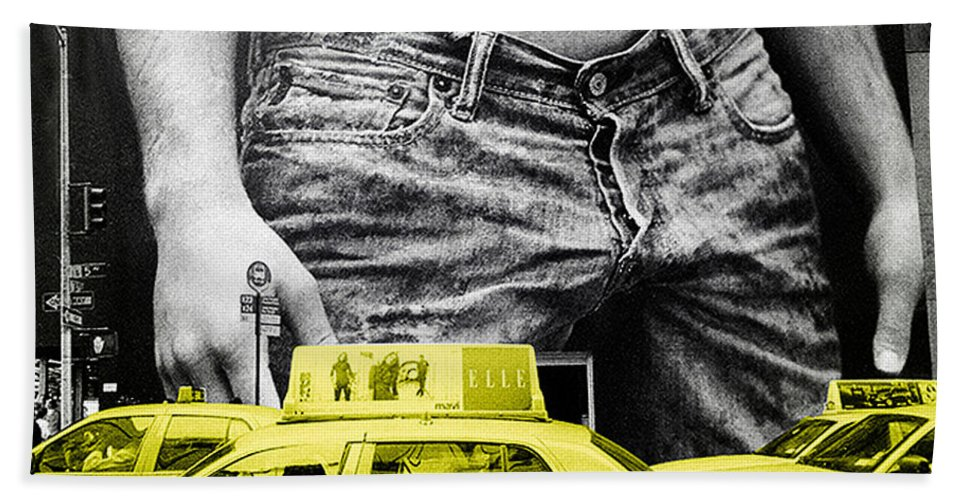 Photo Bath Sheet featuring the photograph Fifth Avenue- Ny by Enrique Crusellas