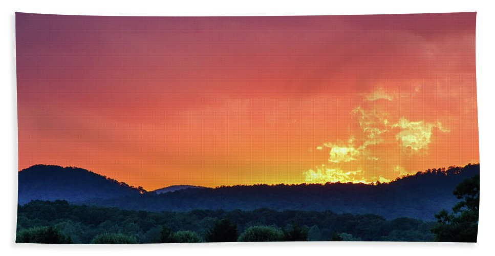 Beauty In Nature Bath Sheet featuring the photograph Fire On High by Bryan Pollard