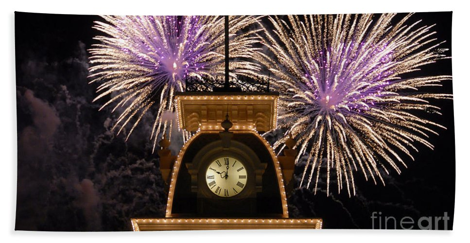 Fireworks Bath Sheet featuring the photograph Fireworks At Ten by David Lee Thompson