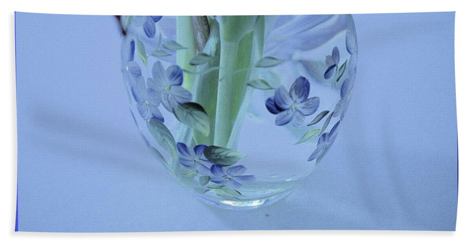 Vase Hand Towel featuring the photograph Floral Vase by Wendy Fox