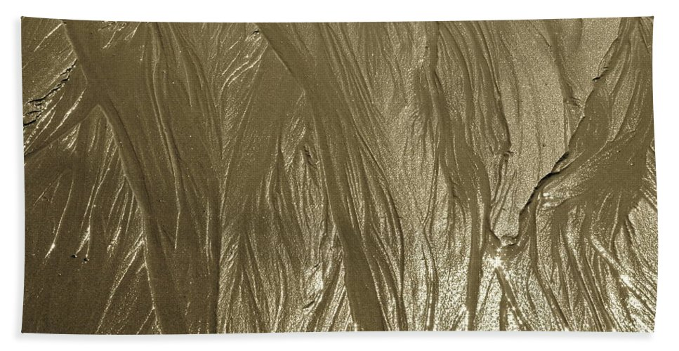 Sand Bath Towel featuring the photograph Flow by Rick Monyahan