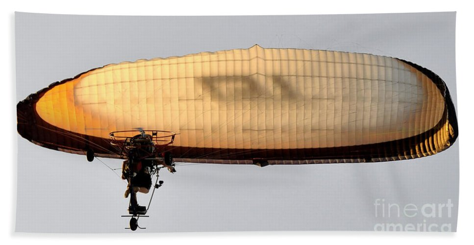 Flying Bath Sheet featuring the photograph Flying Free by David Lee Thompson