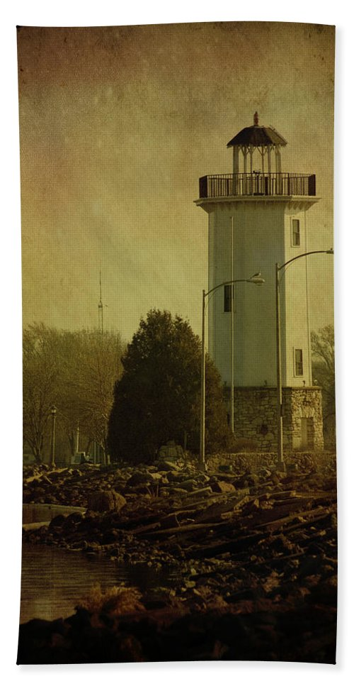 Beacon Hand Towel featuring the photograph Fond Du Lac Lighthouse by Joel Witmeyer
