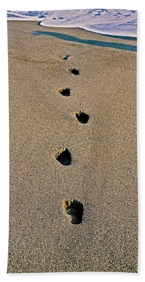Pacific Hand Towel featuring the photograph Footprints In The Sand ... by Juergen Weiss