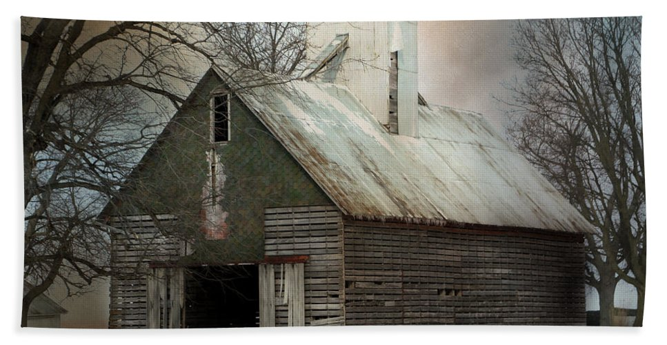 Barn Hand Towel featuring the photograph Forgotten Midwest Treasure by Theresa Campbell