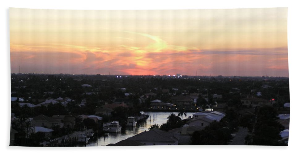 Sunset Bath Sheet featuring the photograph Fort Lauderdale Sunset by Patricia Piffath