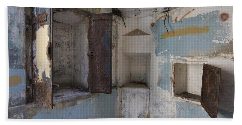Worden Bath Sheet featuring the photograph Fort Worden 3553 by Bob Neiman
