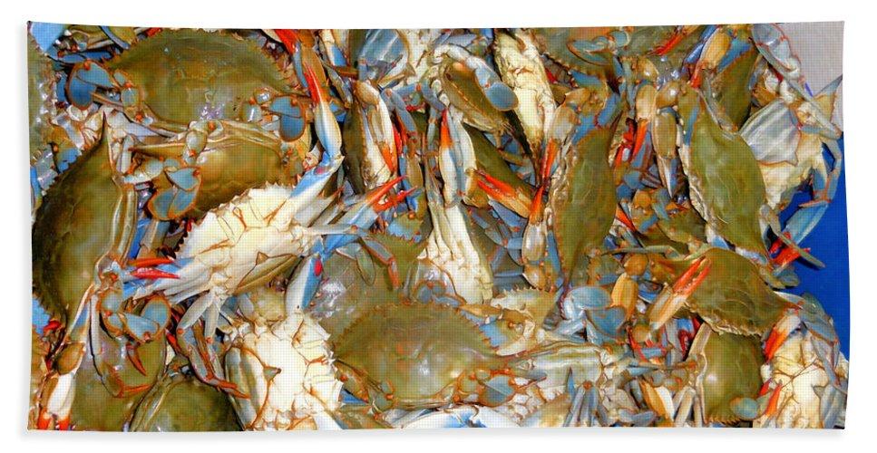 Fresh Crab In Market Bath Sheet featuring the painting Fresh Crab In Market by Jeelan Clark