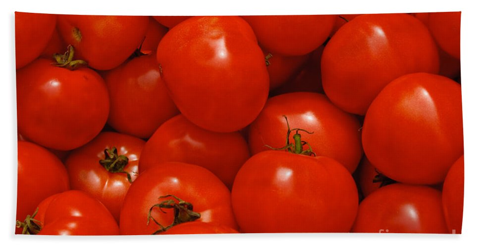 Tomato Bath Towel featuring the photograph Fresh Red Tomatoes by Thomas Marchessault