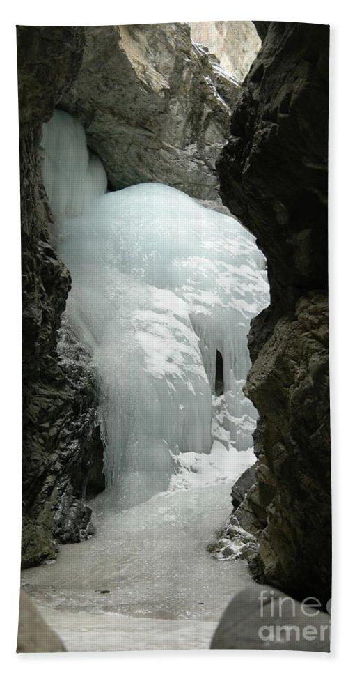 Zapata Falls Bath Towel featuring the photograph Frozen Zapata Falls by Jeff Swan
