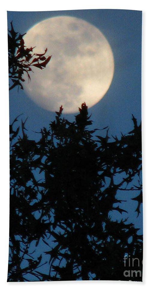 Patzer Hand Towel featuring the photograph Full Moon by Greg Patzer
