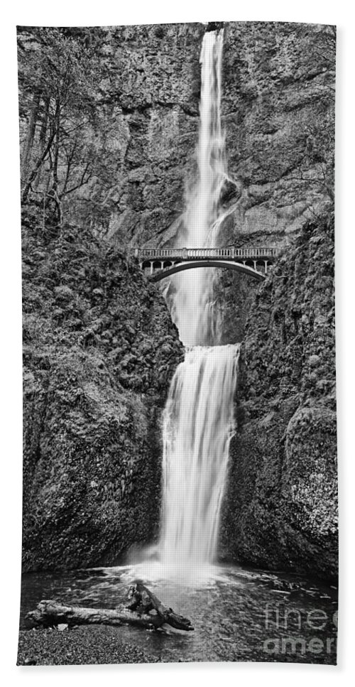 Waterfall Hand Towel featuring the photograph Full View Of Multnomah Falls by Jamie Pham