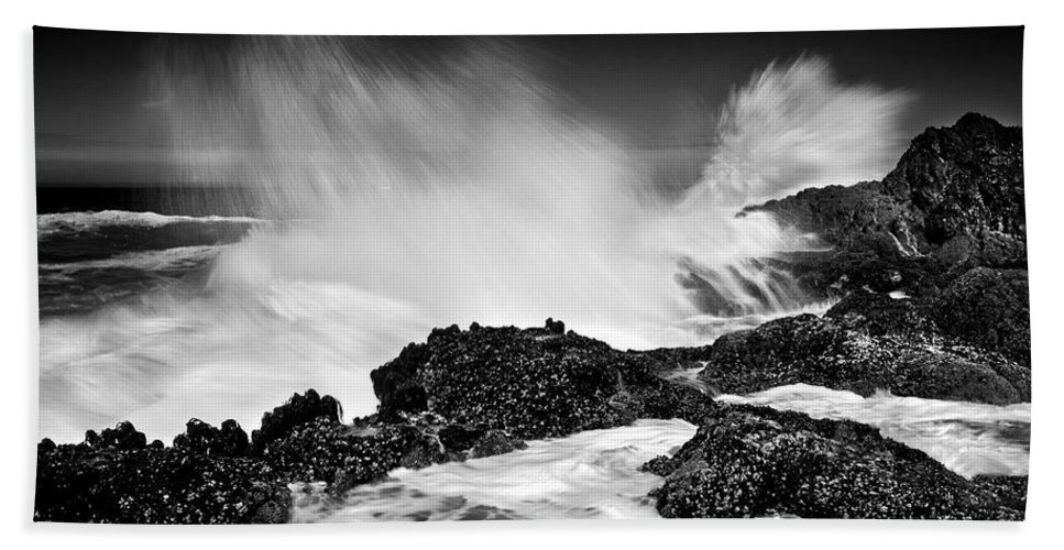 Waves Bath Towel featuring the photograph Fury by Mike Dawson