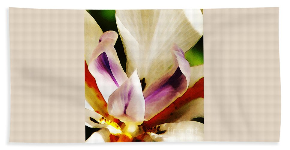 Flower Bath Towel featuring the photograph Gala by Linda Shafer