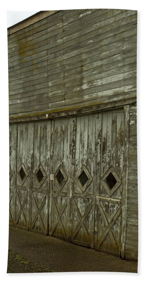 Barn Hand Towel featuring the photograph Garage by Sara Stevenson