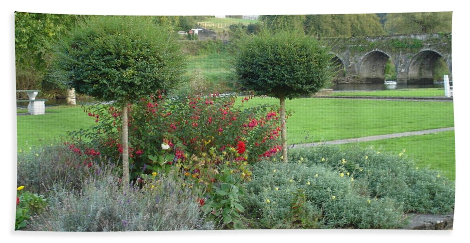 Inistioge Hand Towel featuring the photograph Garden On The Banks Of The Nore by Kelly Mezzapelle